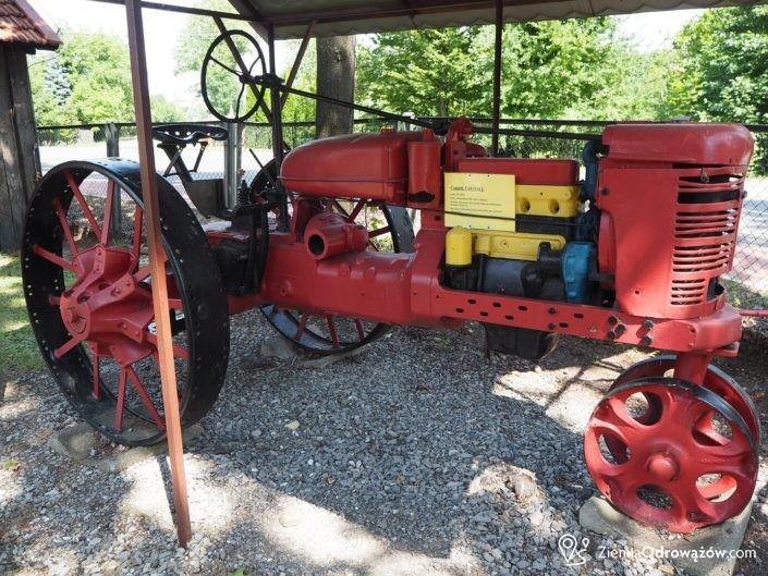 Ciągnik Farmall w hucie w Chlewiskach