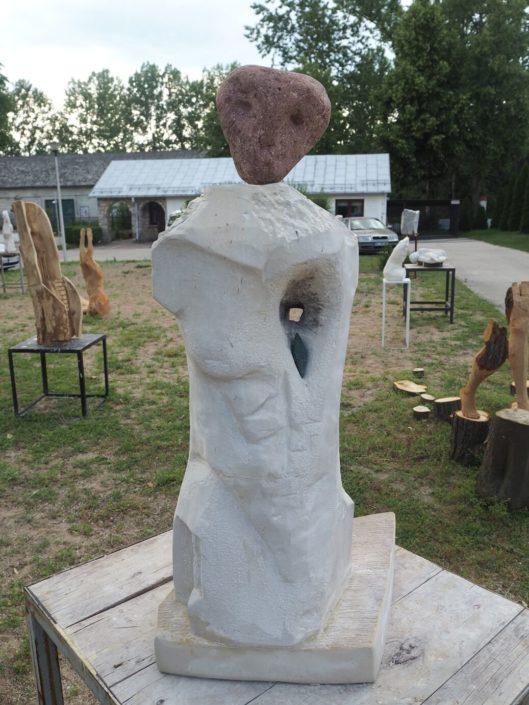 Eksponaty w Centrum Rzeźby Polskiej