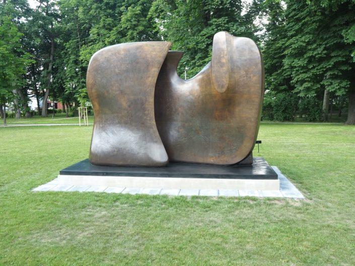 Rzeźby Henry Moore Centrum Rzeźby Polskiej