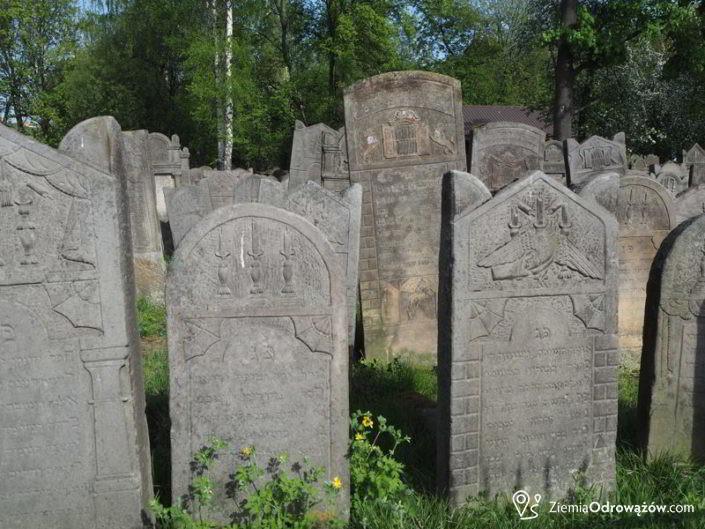 Macewy na cmentarzu w Szydłowcu