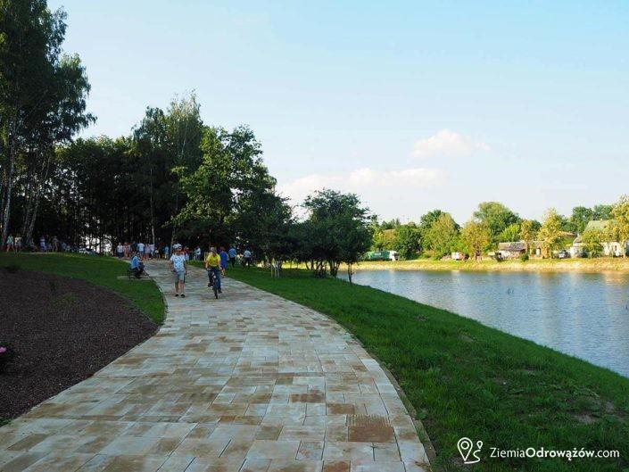 Ścieżki dla pieszych i rowerzystów zalew w Szydłowcu